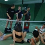 7 Blasfotzen in der Tennishalle – Public Sex